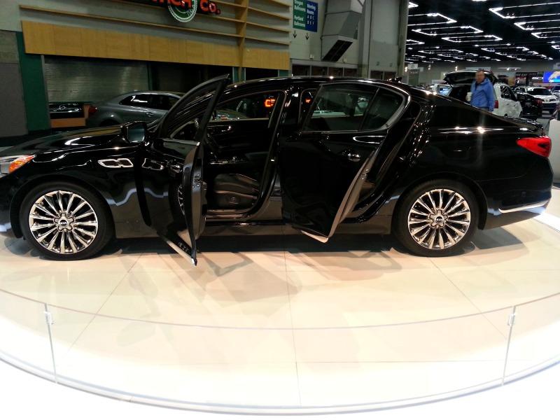 Luxury Vehicle: Kia Luxury Car Comparison: Cadenza Vs K900